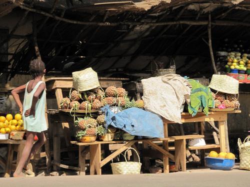 Verkauf an der SS zwischen Conakry und Kindia, Friguiagbé