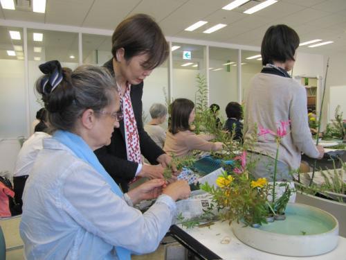 Brunhild lernt Ikebana