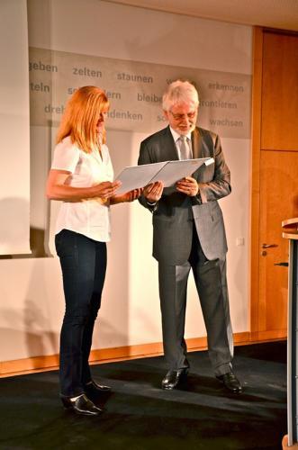 Übergabe durch Präsident des BVKJ Dr. Wolfram Hartmann